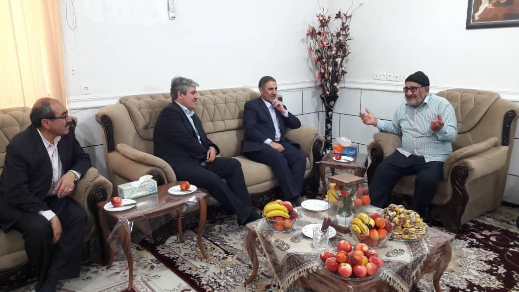 استاندار کهگیلویه و بویراحمد با خانواده شهید شفیعی دیدار کرد